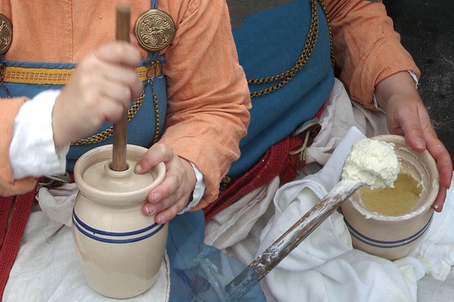 Traditionele methode om boter te maken; bron Flickr pagina van 2008 Beaverton Farmer's Market